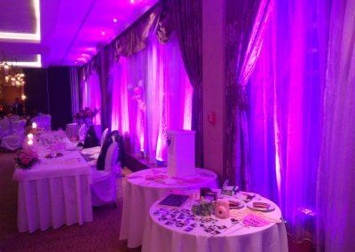 Deejay na svadbu, ružové žiarivé osvetlenie