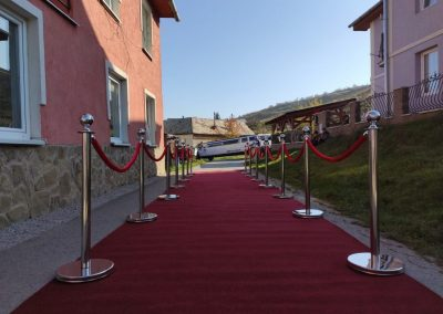Cerveny koberec na svadbu prenajom 2
