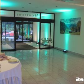 DJ na súkromnú rodinnú oslavu , dekoračné LED osvetlenie farba tyrkysová, sála v hoteli Montfort Kolovrat v Tatranskej Javorine